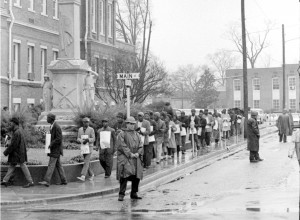 Demonstrators march past confederate monument in front of Forrest County Courthouse on Freedom Day Jan. 22, 1964. Moncrief Photograph collection/Mississippi Department of Archives and History