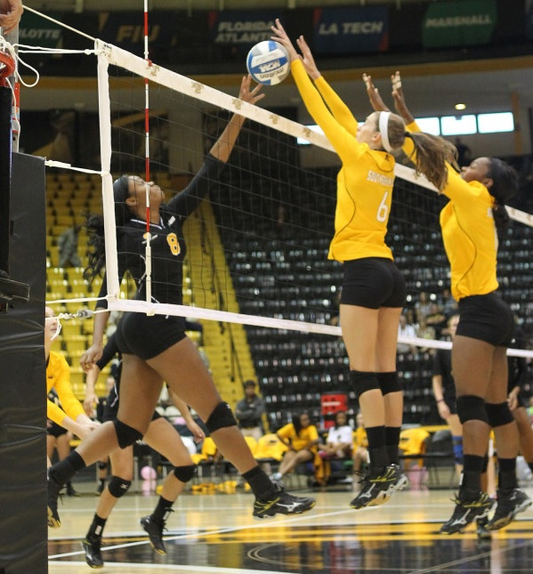 Golden Eagles show resiliency in scrimmage