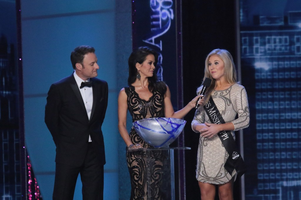 ATLANTIC CITY, NJ - SEPTEMBER 13:  Chris Harrison, Brooke Burke-Charvet and Miss Mississippi Hannah Roberts attend the 2016 Miss America Competition at Boardwalk Hall Arena on September 13, 2015 in Atlantic City, New Jersey.  (Photo by Donald Kravitz/Getty Images for dcp)