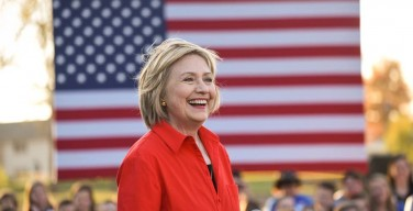 Clinton reluctant to accept debate parameters