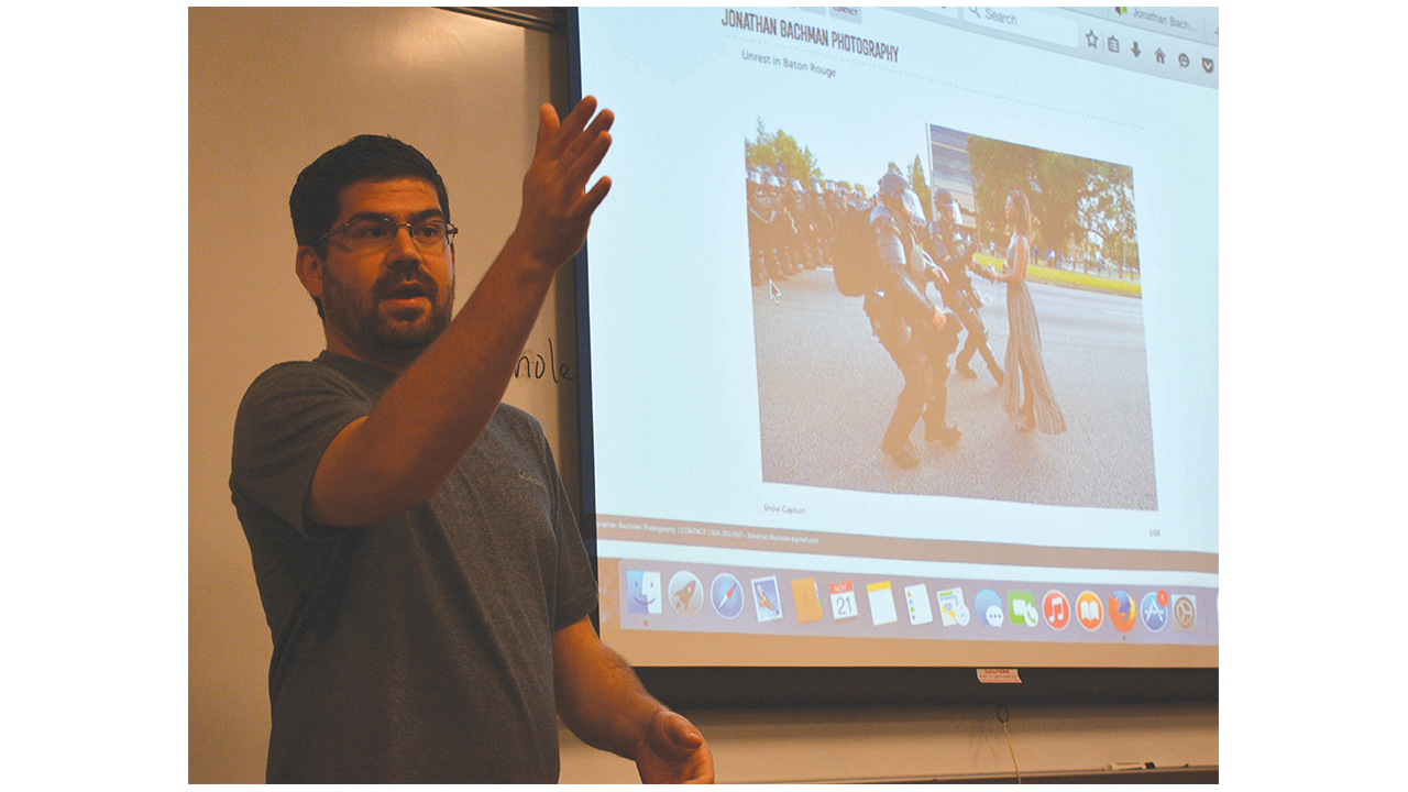 Photographer of 'iconic' protest image visits USM