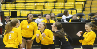 Golden Eagles split opening weekend of conference play